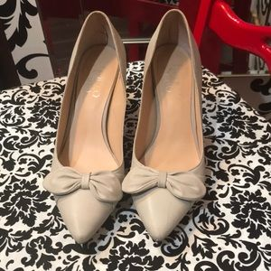 Previously loved very light grey pumps